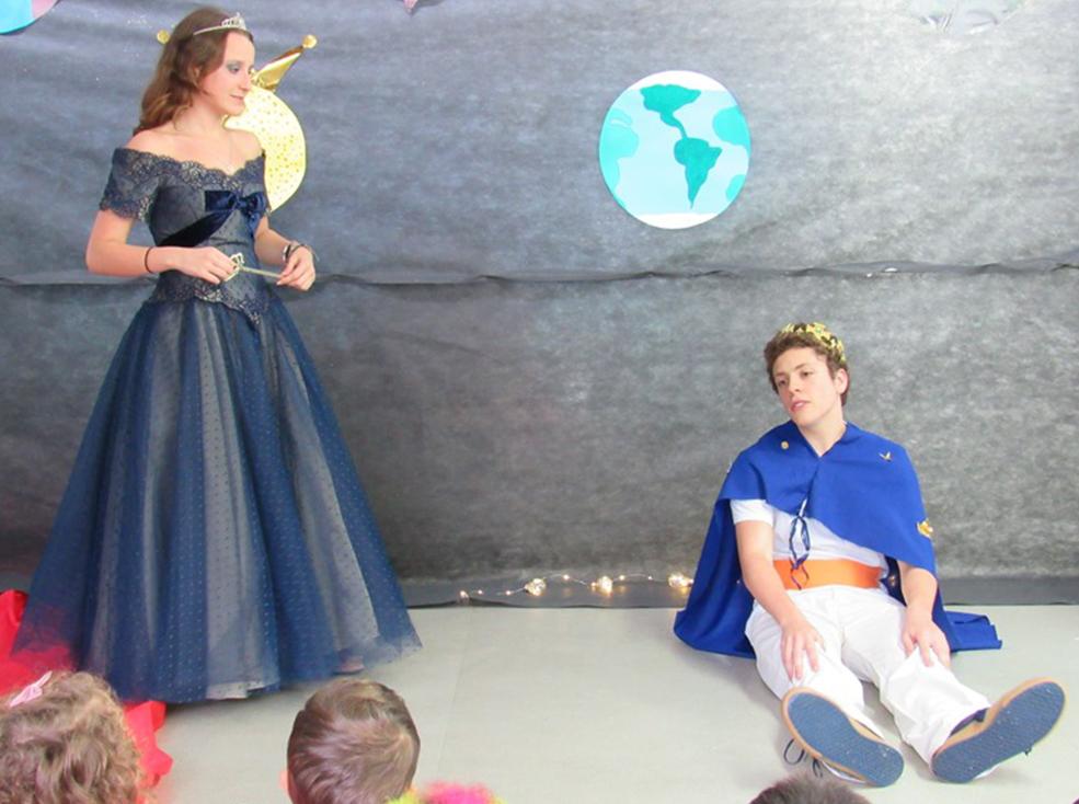 """Apresentação de Teatro - Peça """" O pequeno príncipe"""" Unidade I e II"""