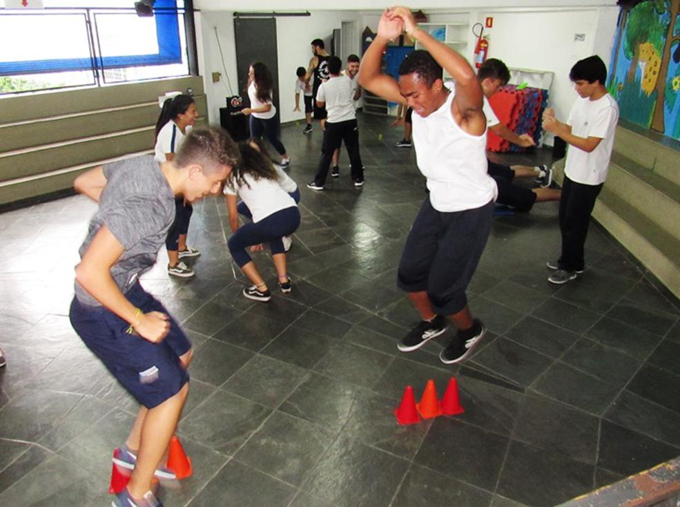 Aula de Treinamento Funcional - Ensino Médio