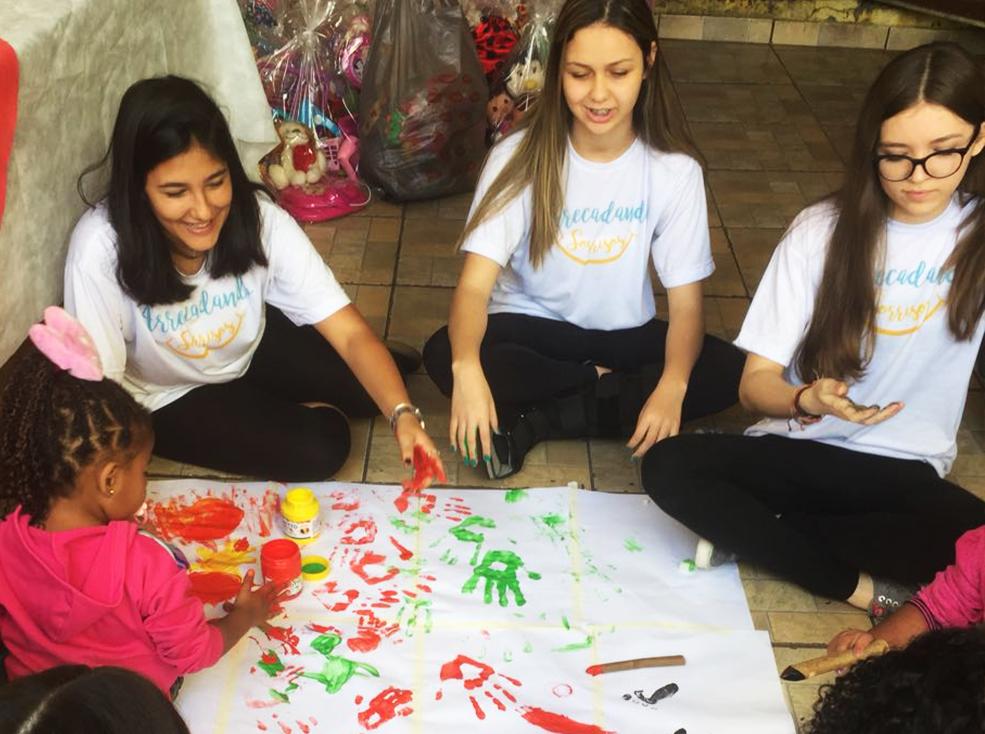 Entrega do Kit de Natal no orfanato Lar Casa do Caminho - Projeto  Arrecadando Sorrisos